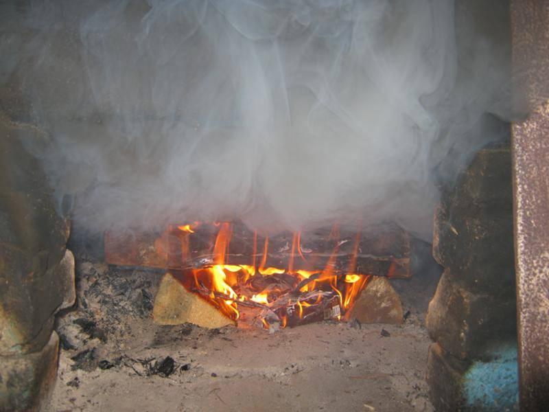 Почему нельзя топить печь сосной